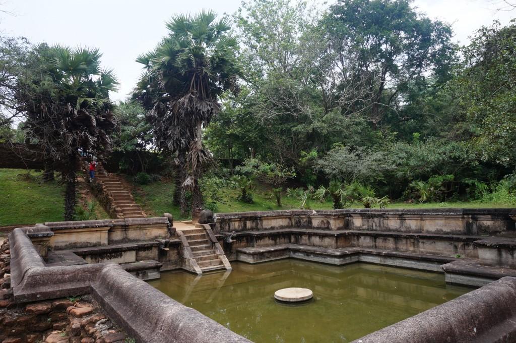 Kumara pokuna sri lanka polonnaruwa