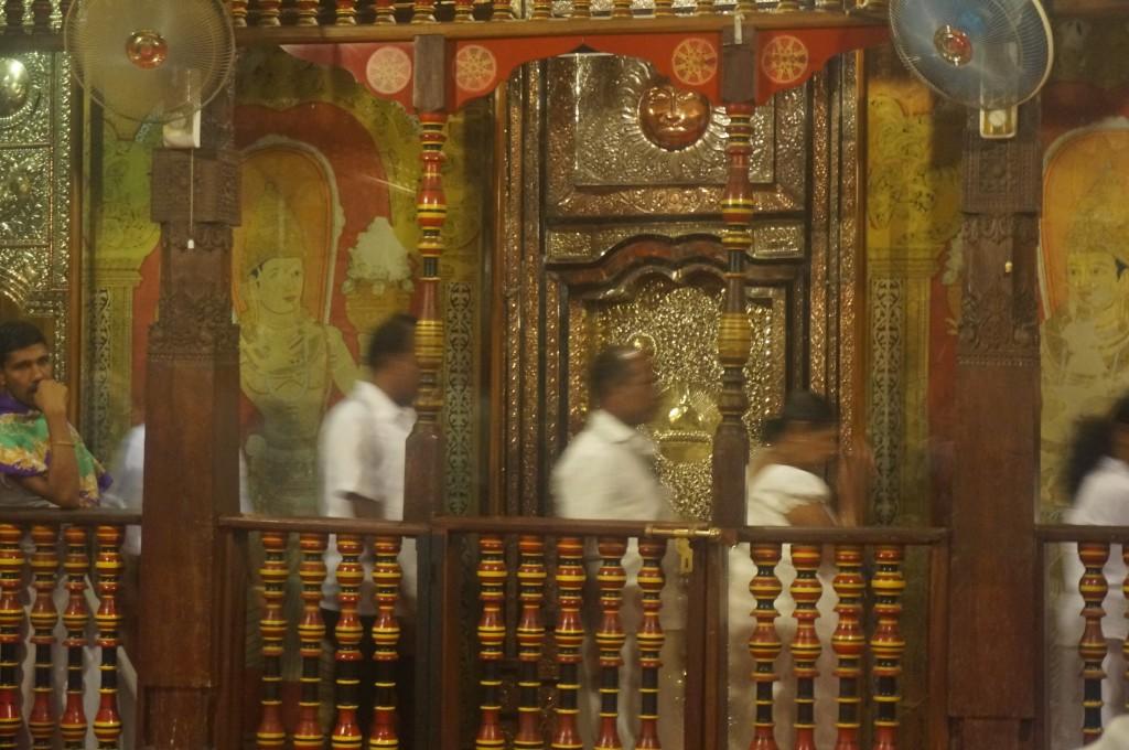 le temple de la dent du buddha kandy