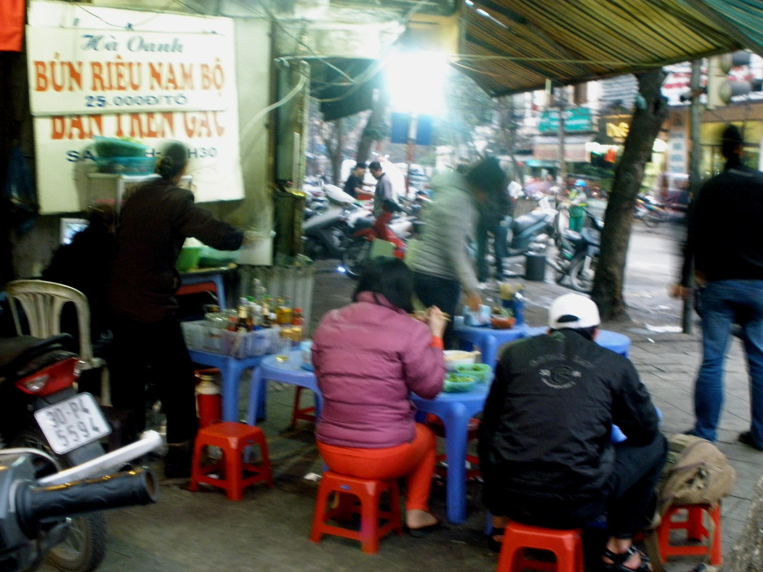 Restaurants de rue à Hanoï