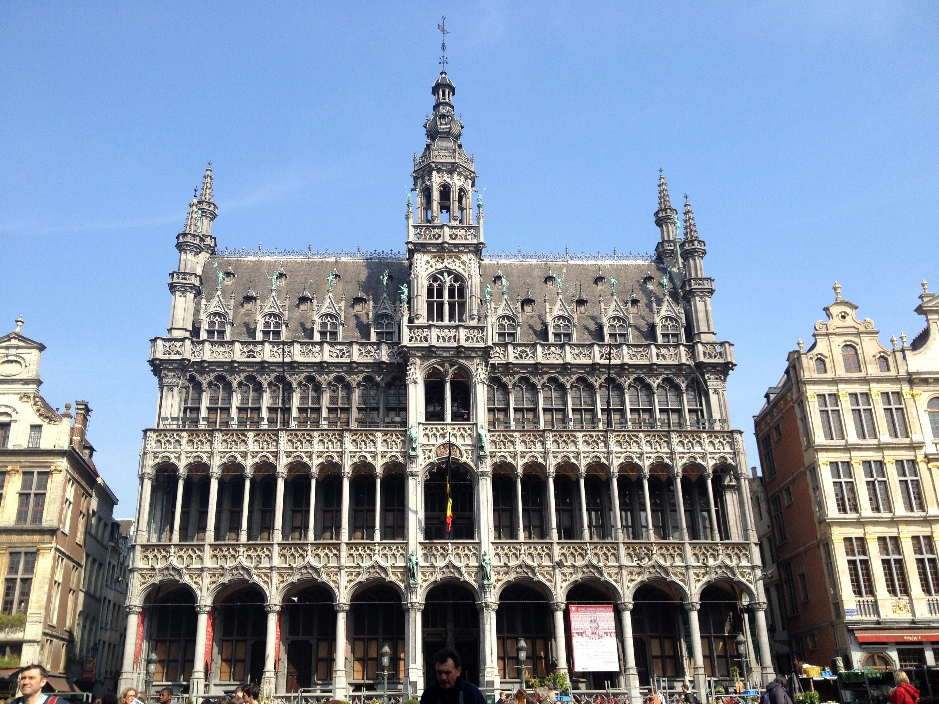 Jour 1 grand place et parcours bd jolis circuits for Hotel a bruxelles