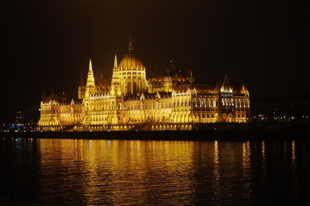 Parlement la nuit Budapest