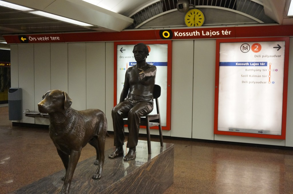 métro budapest sculpture