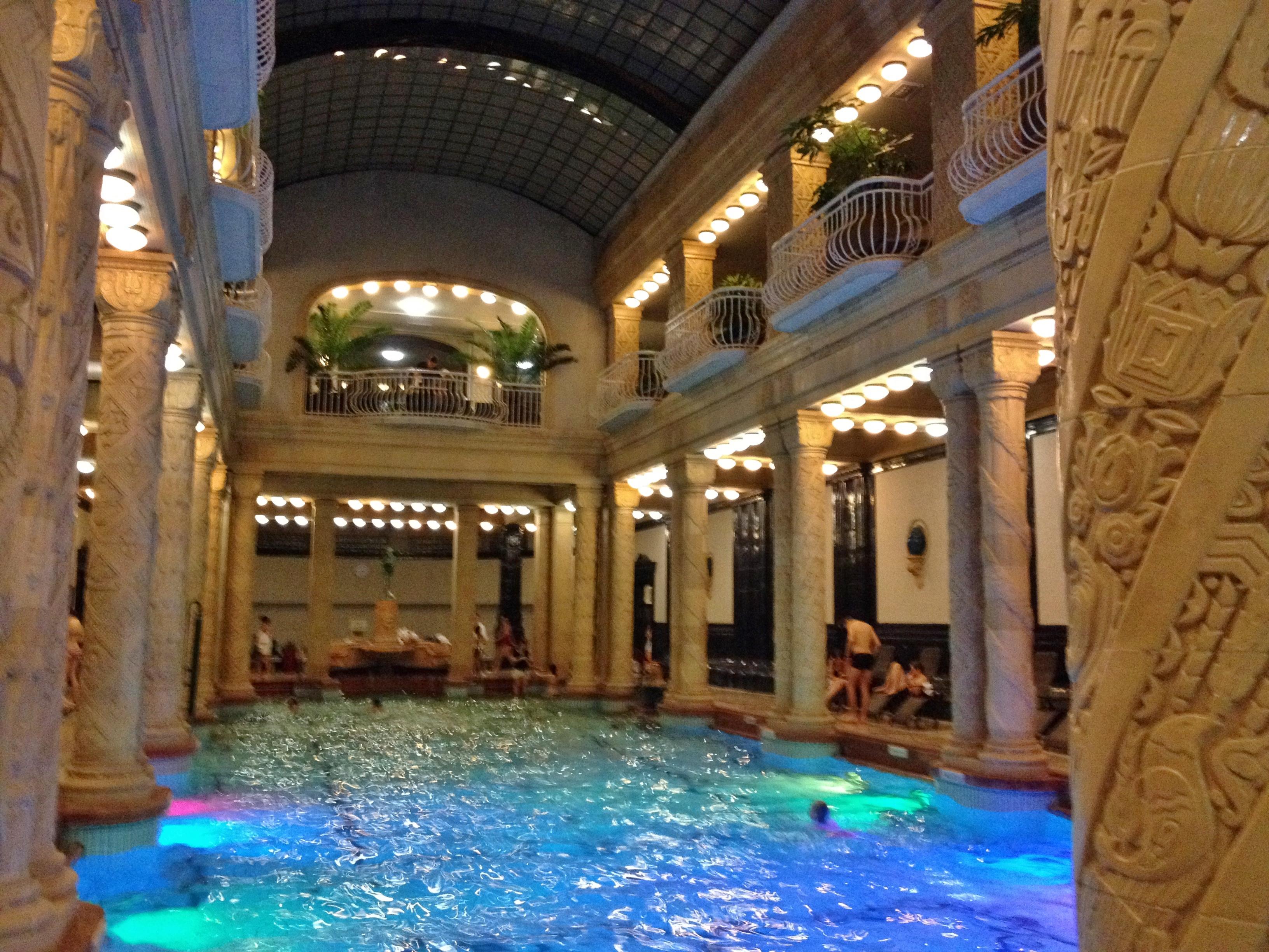 Les bains de budapest jolis circuits for Les bains de