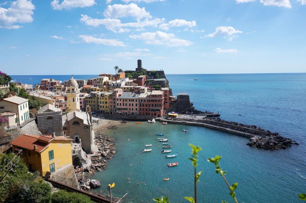 vue sentier vernazza 5 terre italie