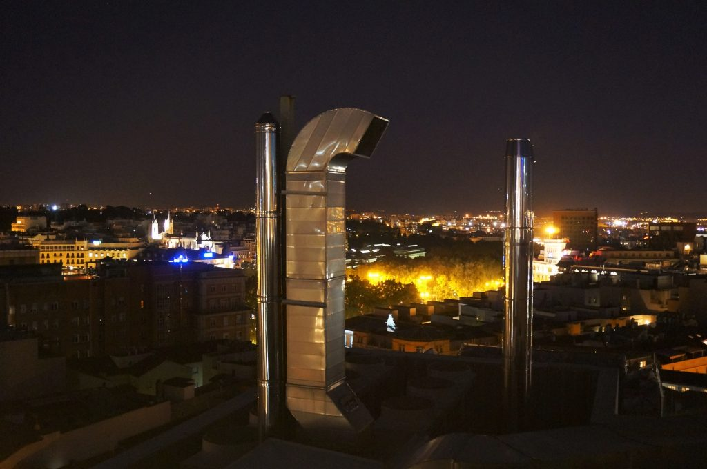 madrid espagne by night roof top