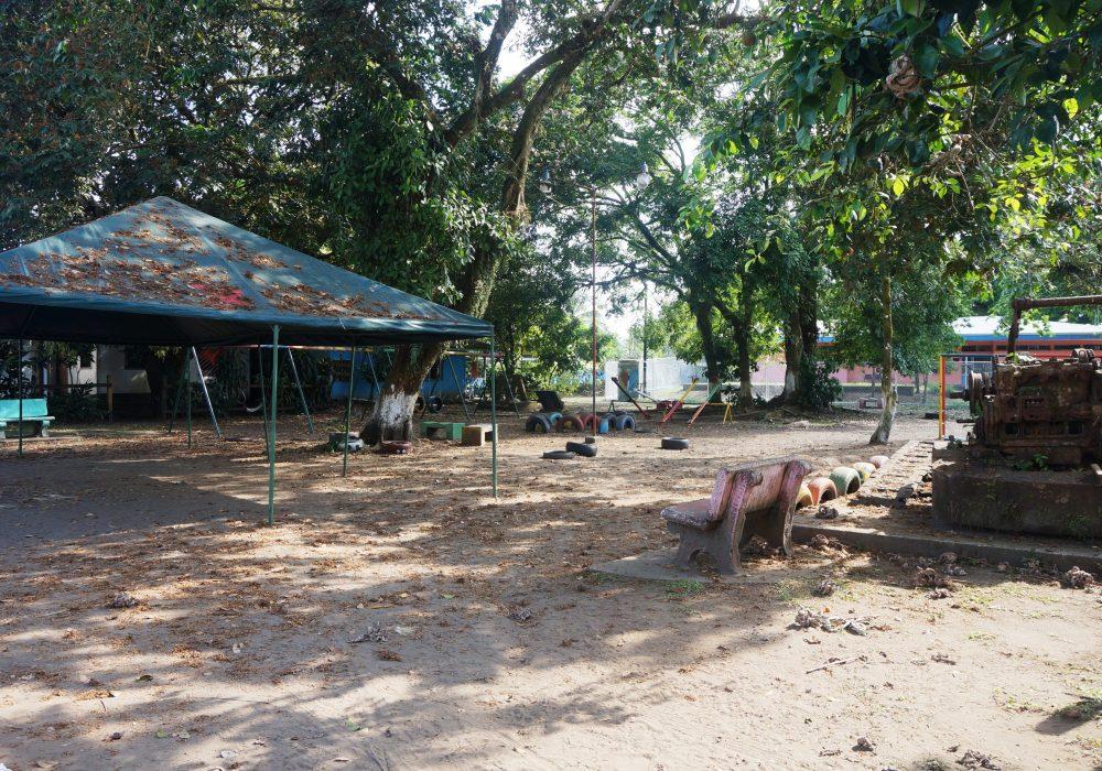 Village de Tortuguero - aire de jeux - costa rica
