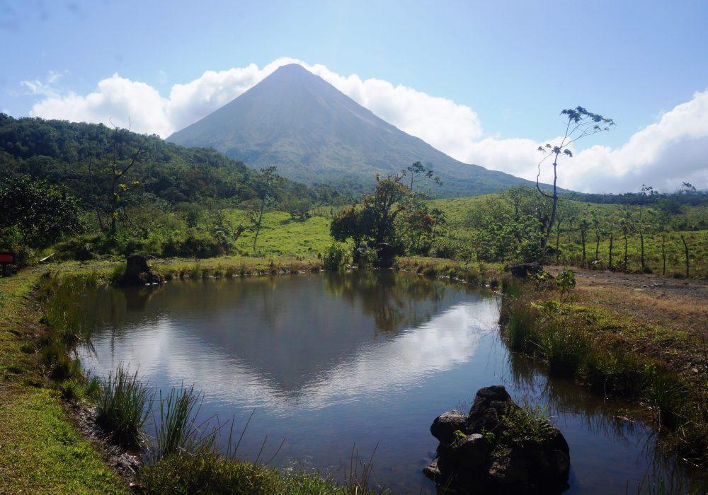 Vue sur le volcan Arenal - parc Arenal 1968 - costa rica