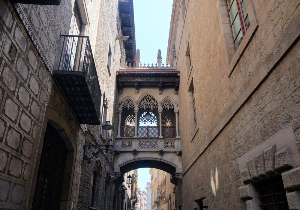Pont suspendu, barrio gotico, Barcelone, Espagne