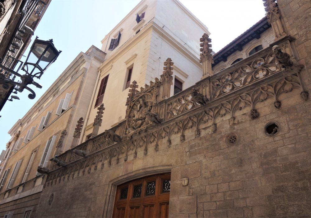 Carrer del Bisbe, barrio gotico, Barcelone, Espagne