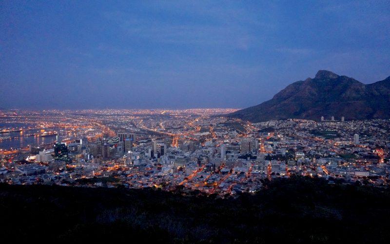 La nuit tombe sur Cape Town, Signal Hill, Afrique du Sud