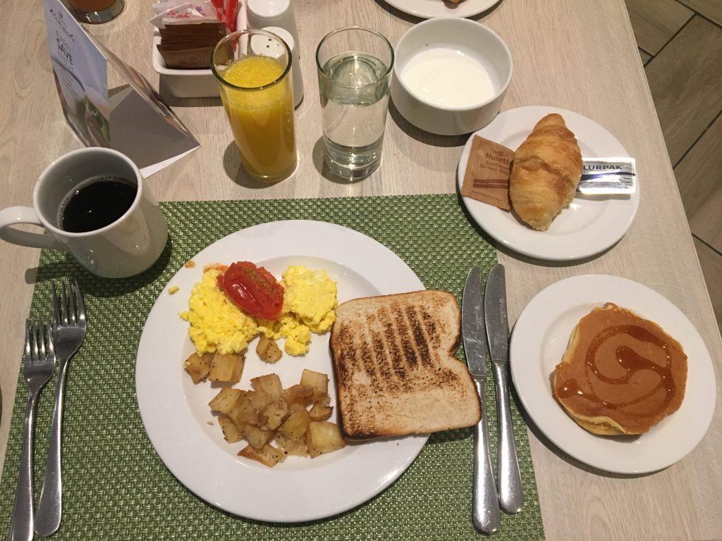 petit déjeuner, aéroport Johannesburg, afrique du sud