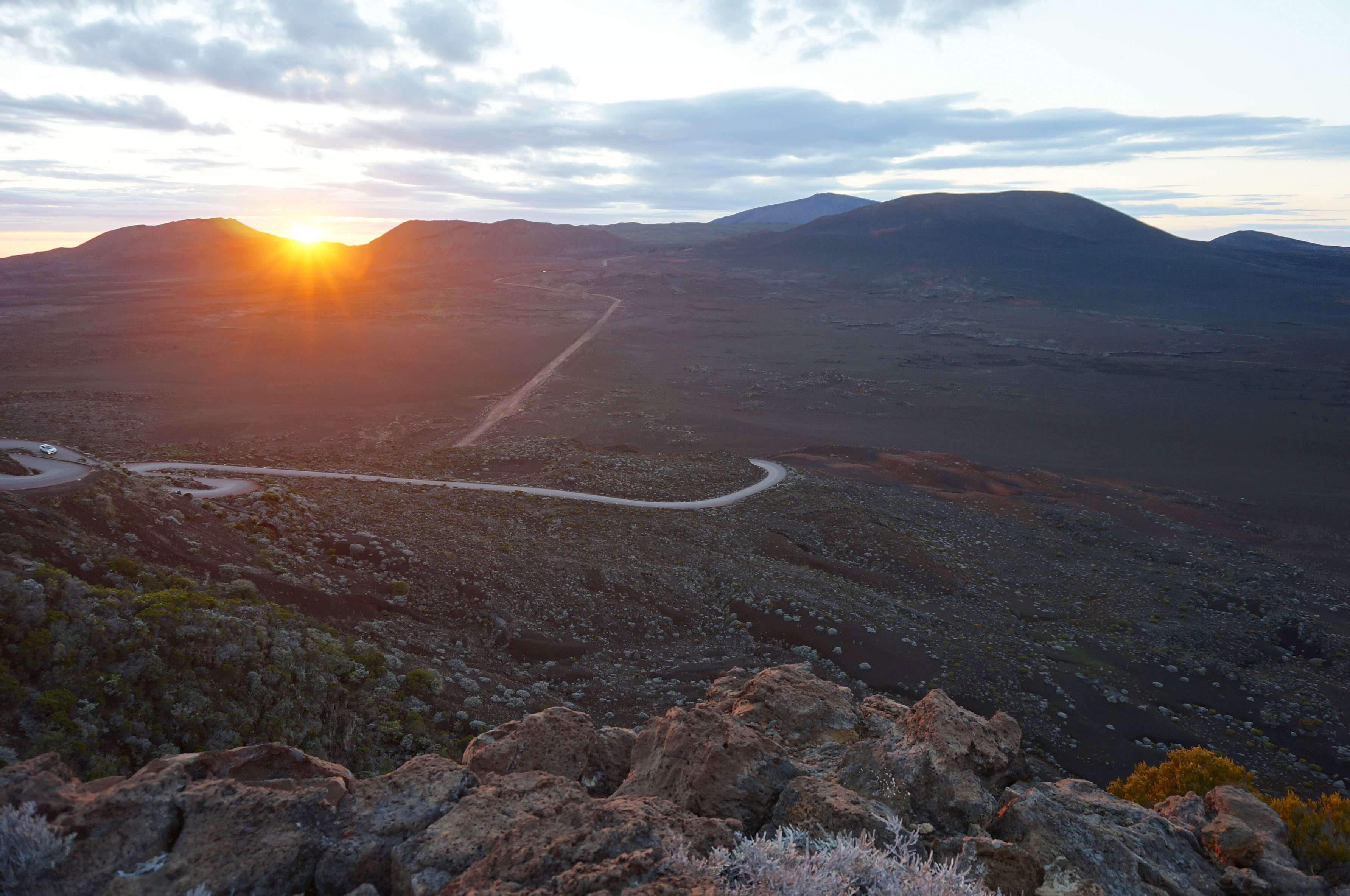 lever du soleil volcan piton de la fournaise réunion