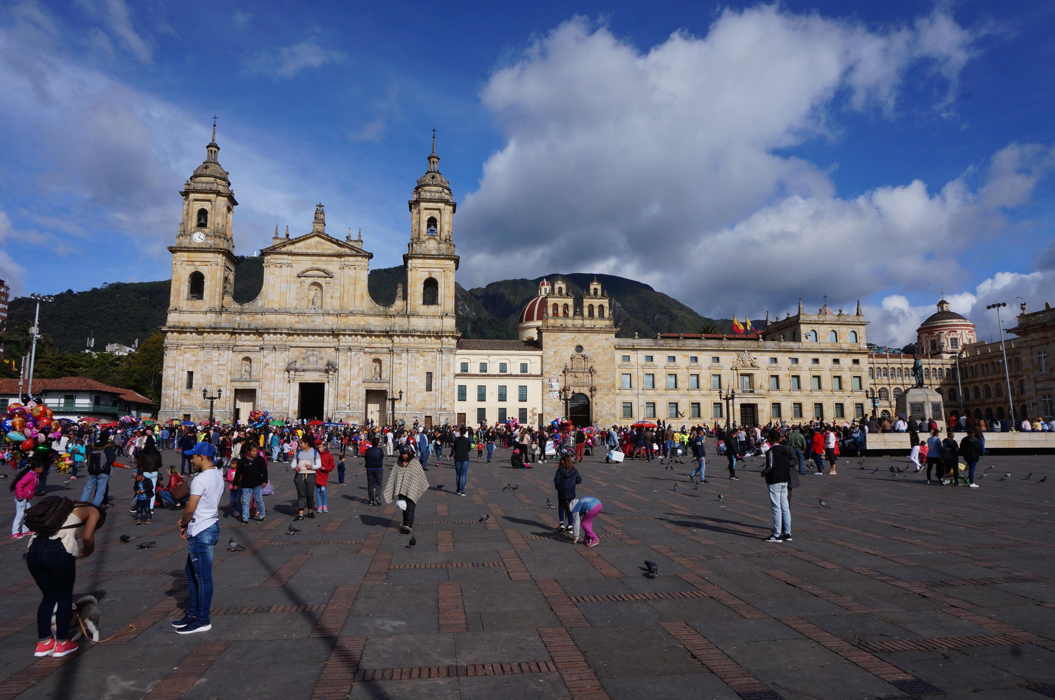 plaza de bolivar, bogota, colombie