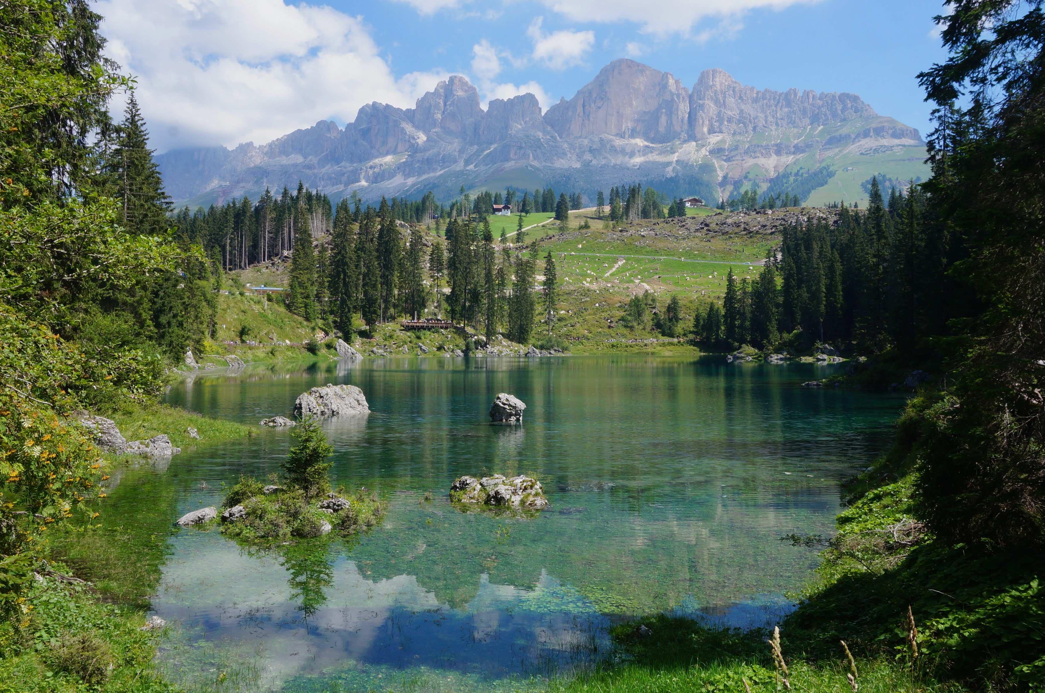 lago di carezza, dolomites, italie